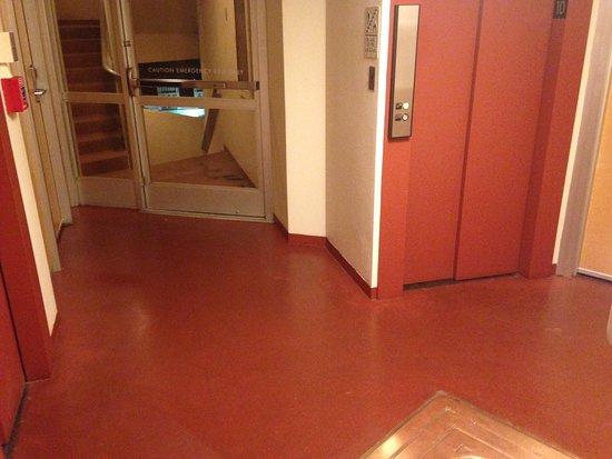 Bartlesville, OK: 3 elevators and 3 rooms on my floor!