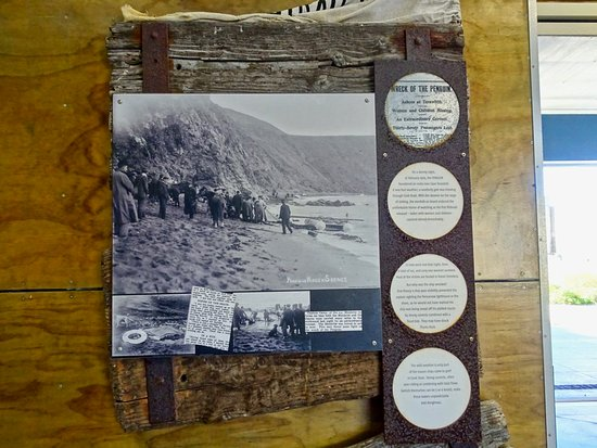 ‪‪Island Bay‬: Display on Shipwreck of the Penguin, Te Kopahou Visitor Center‬