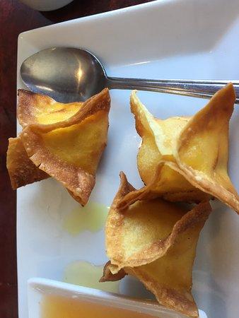 Thai Sana: Light, crispy & savory Curry crab rangoon - wonderful