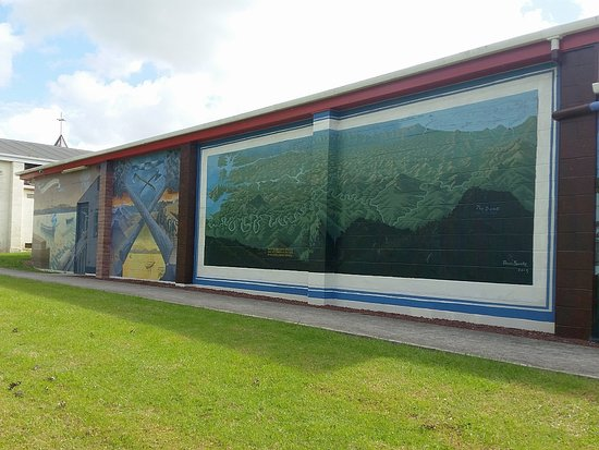 Wellsford, New Zealand: Murals depicting the Albertland District and early industry . Artist Dennis Bourke.