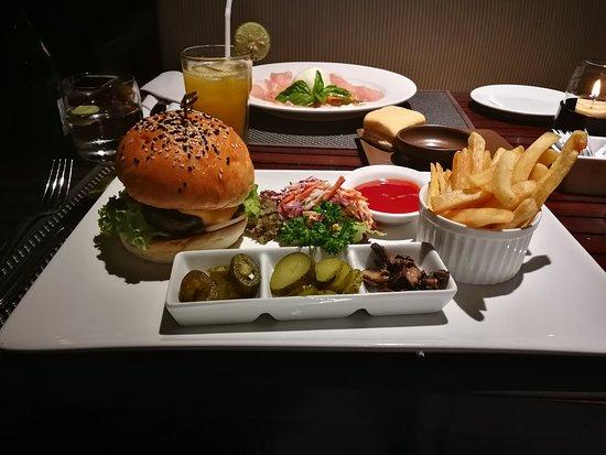 Puri Santrian Beach Club Bar & Restaurant: IMG_20180313_200217_large.jpg