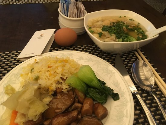 Jin Jiang Tower Hotel: 中華ばかりを選んだ朝食