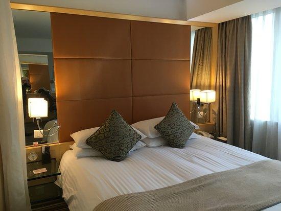 Jin Jiang Tower Hotel Photo