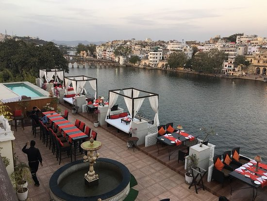 Lake Pichola Hotel: Roof top restraunt UPRE for fine dinning experience