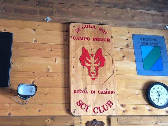 Rocca di Cambio, Ιταλία: School symbol