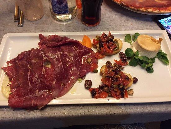 Ponsacco, Italien: antipasto con tagliata di Angus, burrata e crostini