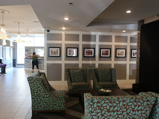 Best Western Dorchester Hotel: An inviting foyer area.