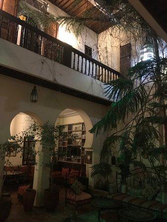 Ryad Bahia : A l'étage, entrée de notre chambre
