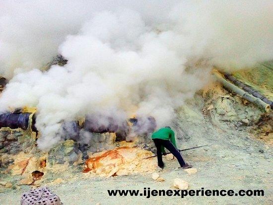 Banyuwangi, Indonesia: Ijen Crater ijenexperience.com