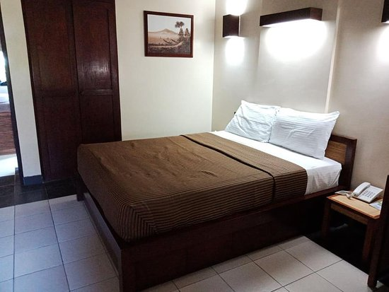 Kahuna Beach Resort and Spa: the comfy and spacious queen size bed