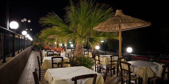 Tsoutsouras, Yunani: Terrasse extérieur