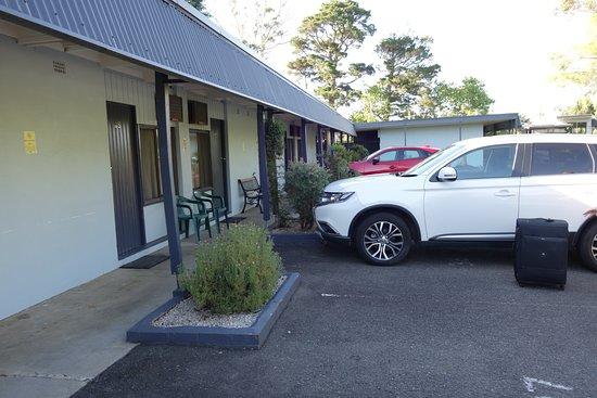 Sky Rider Motor Inn: Devant le motel