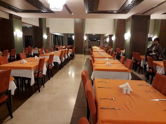Orencik, تركيا: Dining area.