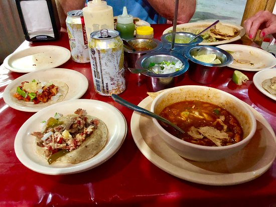 TacoQueto: tacos and charro beans.