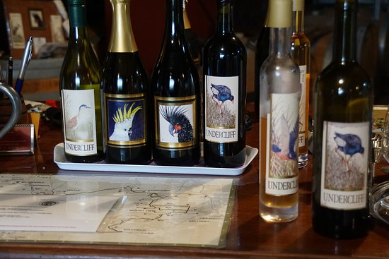 Wollombi, Australia: Great labels and some good wines