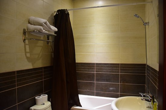Salome Hotel: Bathroom