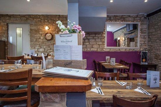 Oaksey, UK: Wheatsheaf Inn Dining Area