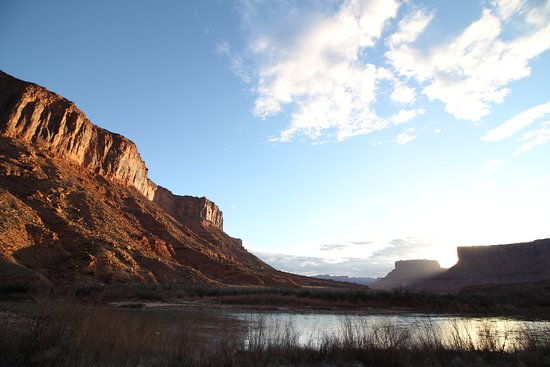 Red Cliffs Lodge: The sun rising over the Colorado River