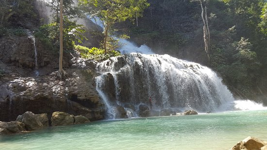 Lapopu Waterfalls: the waterfall