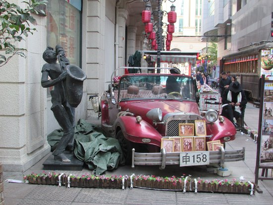 West Nanjing Road: public art