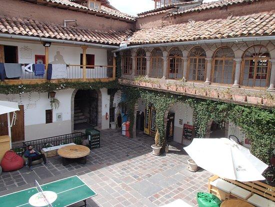 Pariwana Hostel Cusco: Central patio