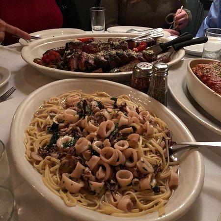 Carmine's Italian Restaurant - Upper West Side : Pasta con calamares