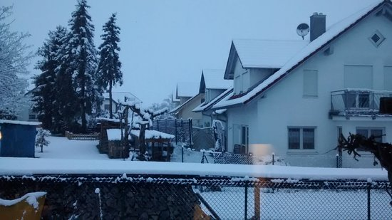 Schemmerhofen, Alemanha: Vista desde la cocina en mañana primaveral atípica
