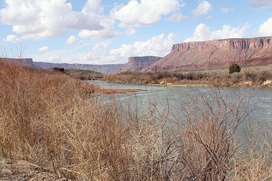Red Cliffs Lodge: A few miles north of the hotel.