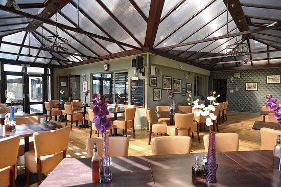 Garstang, UK: Our lovely spacious conservatory dining room