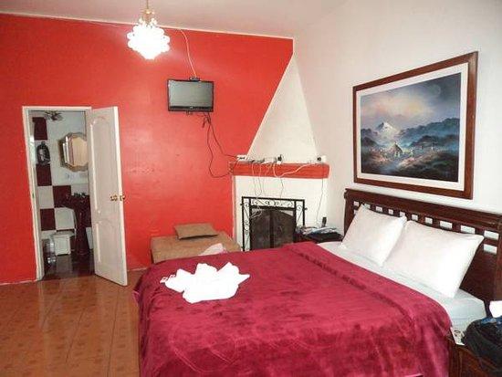 The Imperial Hostal: Nuestra habitacion matrimonial superior con chimenea es una de las favoritas de los clientes