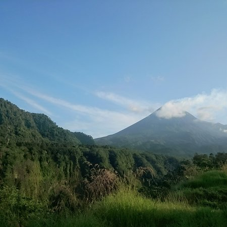 Bantul, Indonesia: Mount Merapi looks gorgeous.