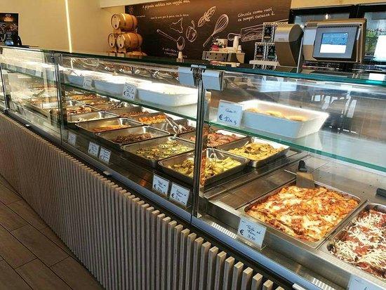 Tremestieri Etneo, Italy: 8 mt di esposizione gastronomica