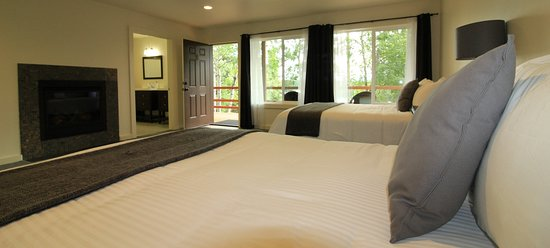 Sterling, AK: One of our rooms - all have great view of Kenai River
