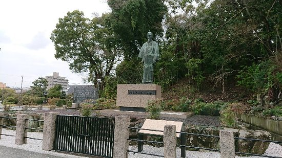 Bronze Statue of Mutsu Munemitsu