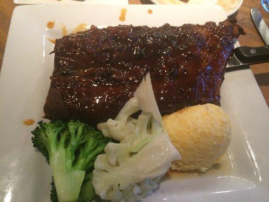 Soquel, Californien: Baby-back ribs & 2 sides (veggies/polenta-sauce on the side)