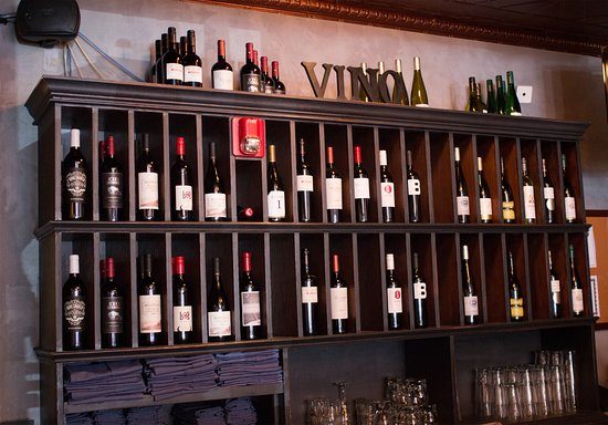 Mundelein, Ιλινόις: If wine is your thing, we have the perfect pairing for your lunch or dinner.