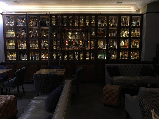 Роутс, UK: Spirit Safe Bar