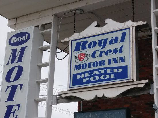 Royal Crest Motor Inn: Sign