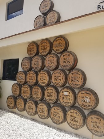 Don Lucas Cigars: Oliver Rum Factory