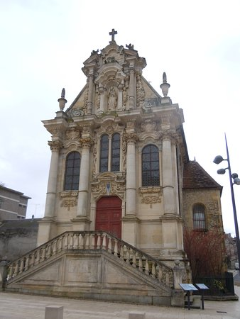Nevers, France: Façade de la Chapelle