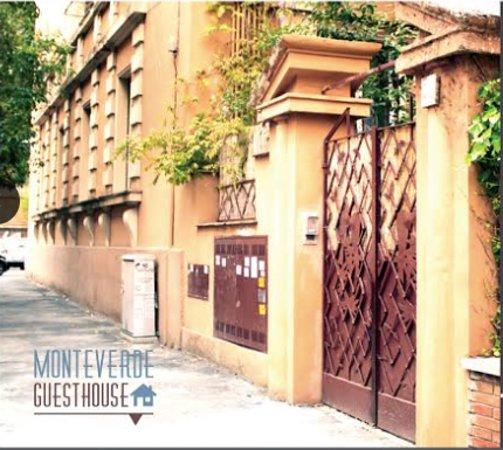 Monteverde Guesthouse: building