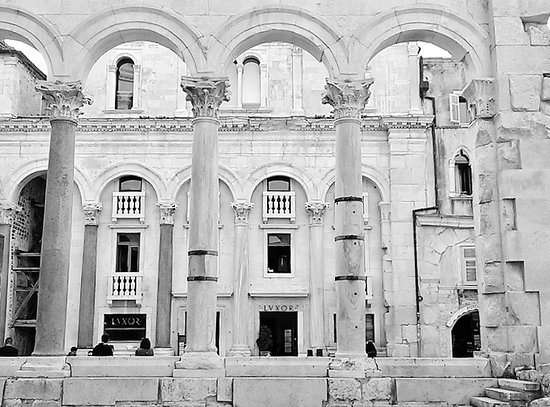 Palais de Dioclétien : Saw this photo as a wall mural in Split then took our own pic