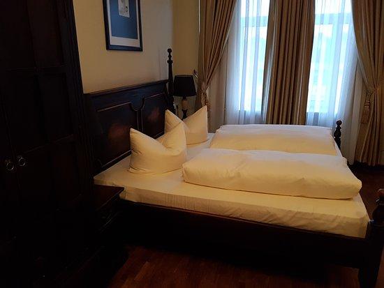 Hotel Aviv Dresden: Bett