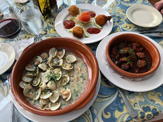 Amalia Cafe: Clams, shrimps & chorizo