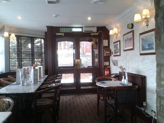 Bathgate, UK: Looking towards the restaurant entrance