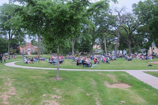 Delavan, WI: Good Crowd