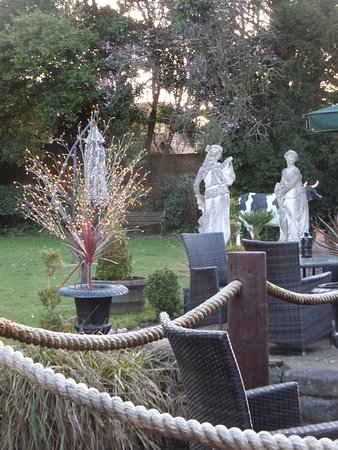 Angmering, UK: Statues in the garden