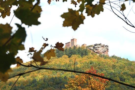 Kurhaus Trifels: Burg Trifels im Herbst