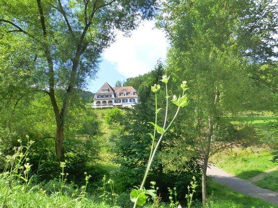 Kurhaus Trifels inmitten der Natur