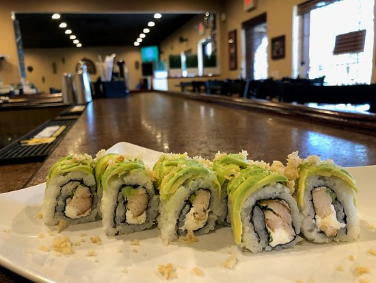 Lecanto, Флорида: The Carolina Roll (smoked trout, cream cheese, chives topped with avocado, crunch, and lemon jui